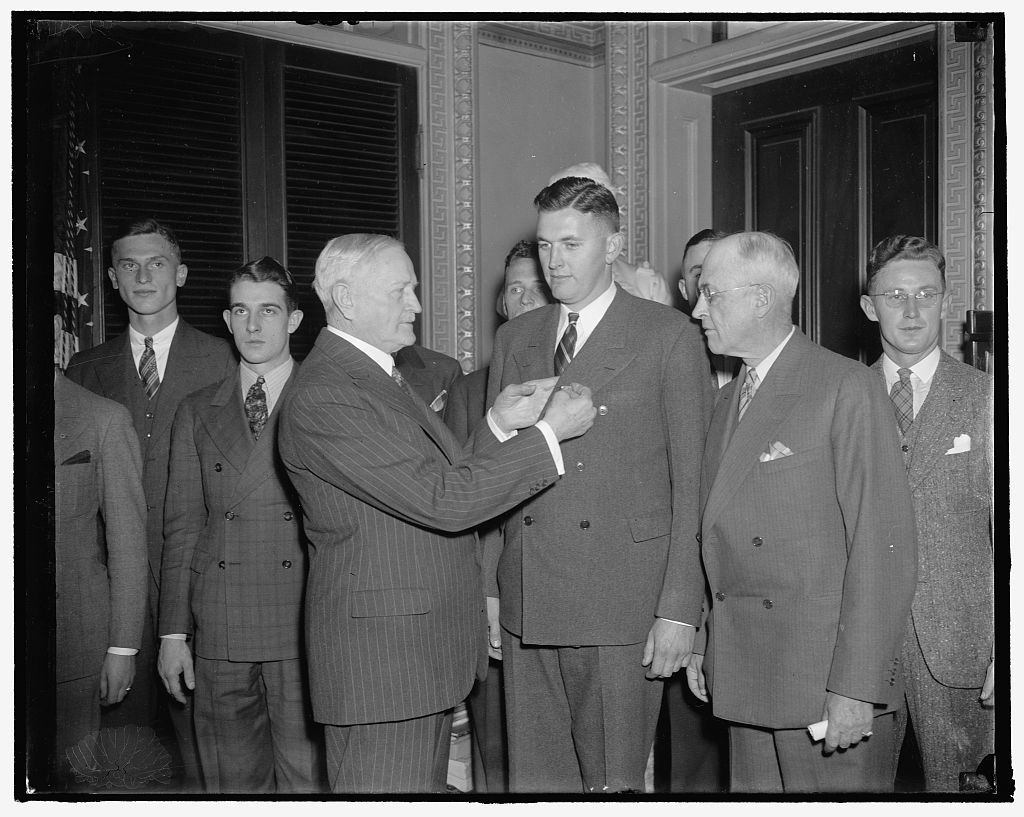 Pershing presents medals to outstanding CMTC trainees. Washington, D.C., Dec. 9. The John J. Pershing Medal for distinguished attainment in military education was presented to the outstanding trainees of the Citizens' Military Training Camps of 1937 by General Pershing today at the War Department. Left to right: General Pershing; Mark S. Curtis, Mare Island, California; and U.S. Chief of Staff, Malin Craig, 12/9/37
