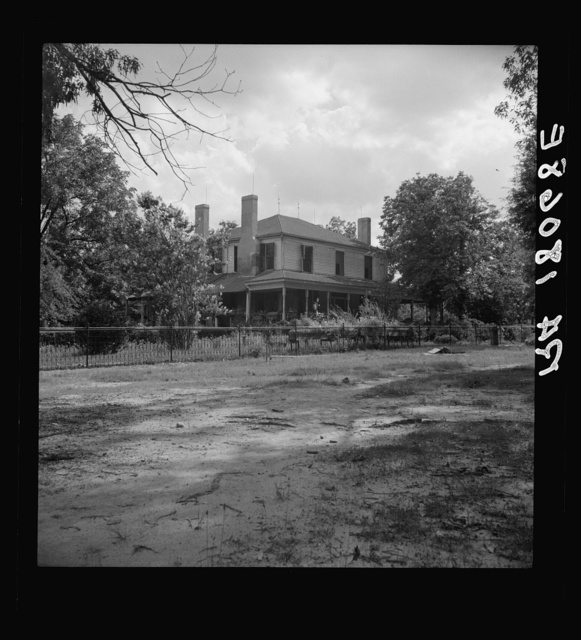 Plantation house where the Wray family has lived for generations. A cotton plantation of 2700 acres, employing fifty tenant families in 1918 and seven tenant families in 1937. Greene County, Georgia