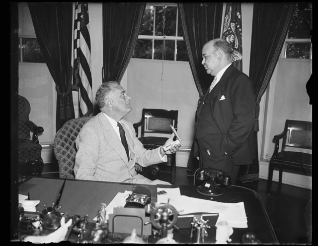 PRESIDENT BECOMES HEAD OF AMERICAN CROSS OF HONOR SOCIETY. WASHINGTON, D.C. JUNE 23. PRESIDENT ROOSEVELT TODAY BECAME HONORARY HEAD OF THE AMERICAN CROSS OF HONOR SOCIETY AND IS SHOWN RECEIVING AN HONORARY LIFE-SAVING MEDAL OF THE ORGANIZATION FROM RICHARD STOCKTON, NEWARK, NJ, SOCIETY PRESIDENT