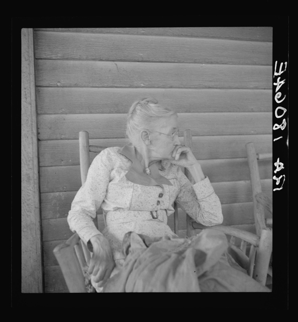"""Southern lady of the old school on the veranda of the """"Big House"""" of the Wray Plantation, Georgia"""