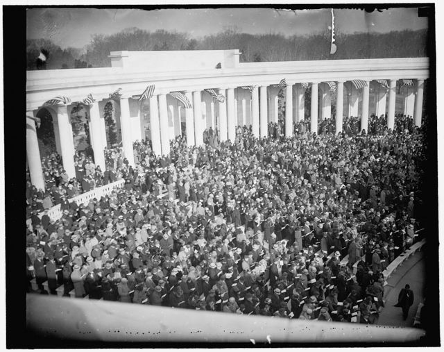 Sunrise services at Arlington. Washington, D.C., March 26. The wintry winds failed to dampen the spirit of thousands who journeyed to Arlington National Cemetery today for the Easter Sunrise Services. Mrs. Roosevelt attended the services which were conducted uner the auspices of the Knights Templar, 3/28/1937