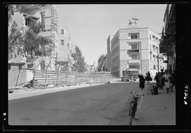 Tearing down Russian building on Jaffa Road (1937)