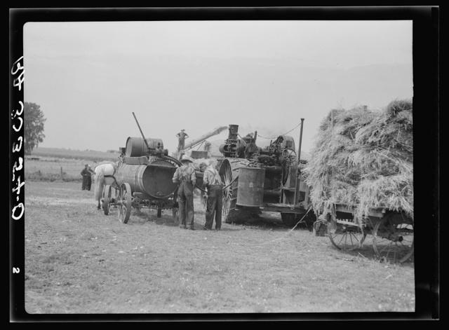 Threshing machinery and crew near Kewanee, Illinois