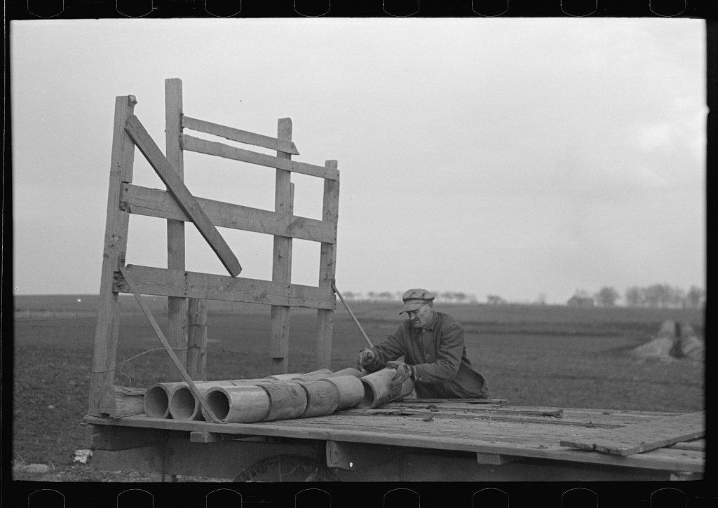 Tip Estes loading tile on a wagon, Fowler, Indiana