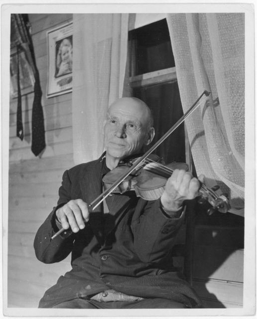 [Uncle Alex Dunford, of Bog Trotters Band, with fiddle, Galax, Virginia]