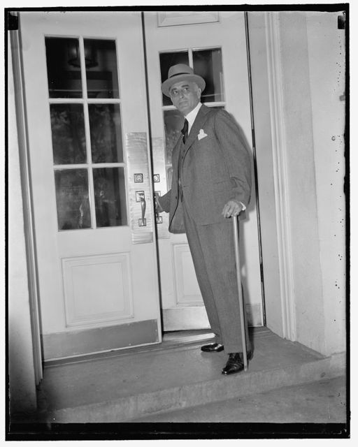 U.S. Envoy to Russia sees president. Washington, D.C., April 22. Ambassador Joseph E. Davies, America's Envoy to the Soviet, was a White House caller today. He is this country on a short vacation preparatory to attending the coronation next month, 4/22/1937