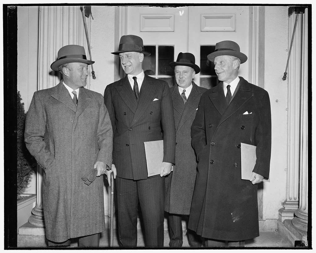 Ambassadors confer with president. Washington, D.C., Dec. 6. American ambassadors to major European countries held another conference with President Roosevelt today. The subject discussed was not made public by the White House. Left to right: William C. Bullitt, envoy to France; Acting Secretary of State Sumner Welles; U.S. Ambassador to Germany Hugh R. Wilson, and William Phillips, Ambassador to Italy
