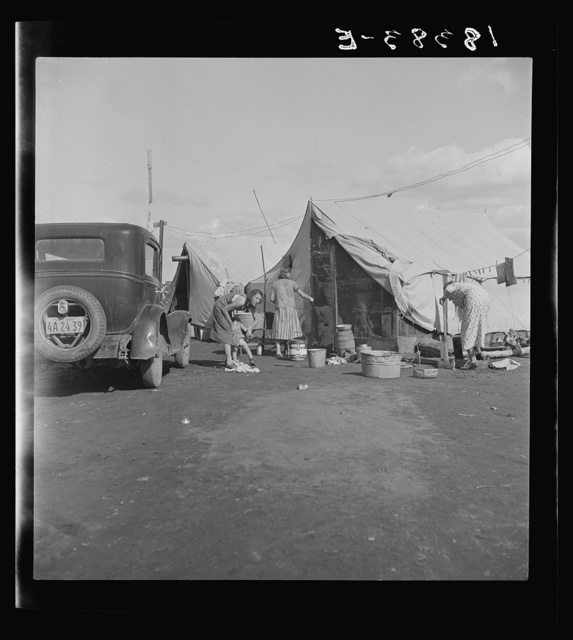 Auto camp which rents tent space where migrant citrus workers live. Tulare County, California