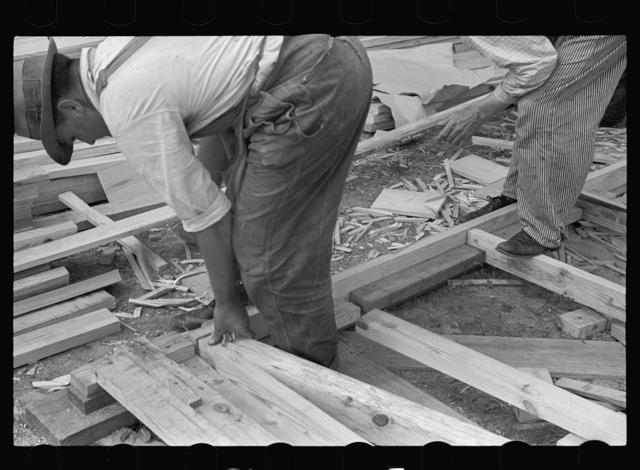 Building prefabricated house, Roanoke Farms, North Carolina
