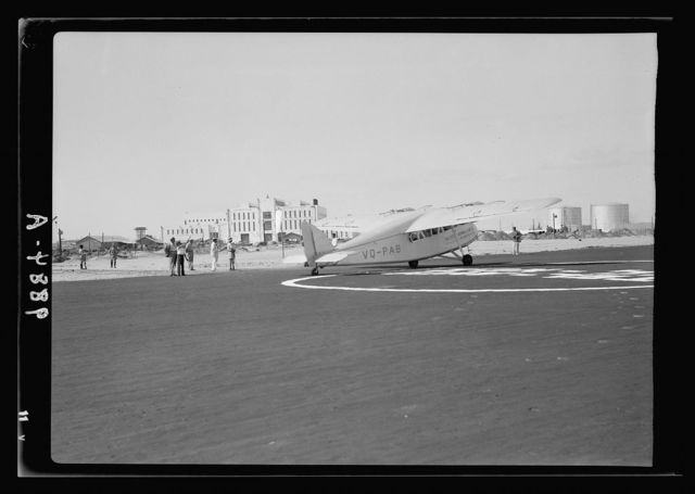 Inauguration of Tel-Aviv landing ground. Palestine Airways. The Palestine Airways plane ready to take off on the first trip of the new service