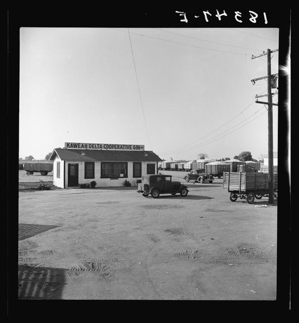 Kaweah Delta Cooperative cotton gin. Tulare County, California