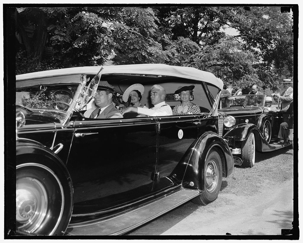 King & Queen [of Great Britain; in automobile with Eleanor Roosevelt]