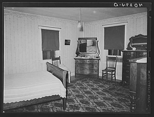 Lancaster County, Pennsylvania. A bedroom in the house on the Enos Royer farm