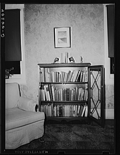 Lancaster County, Pennsylvania. A bookcase in the living room of the house on the Enos Royer farm.