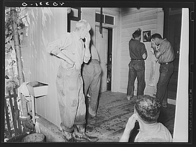 Lancaster County, Pennsylvania. Men who have come to help Royer fill his silo washing up on the back porch of the Enos Royer farm before dinner