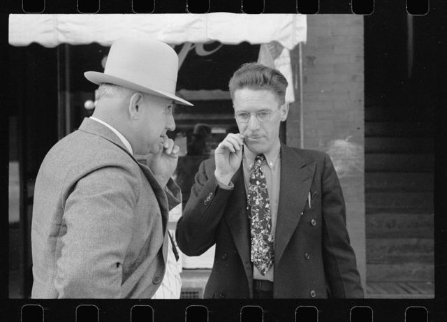 Men picking their teeth, Beatrice, Nebraska