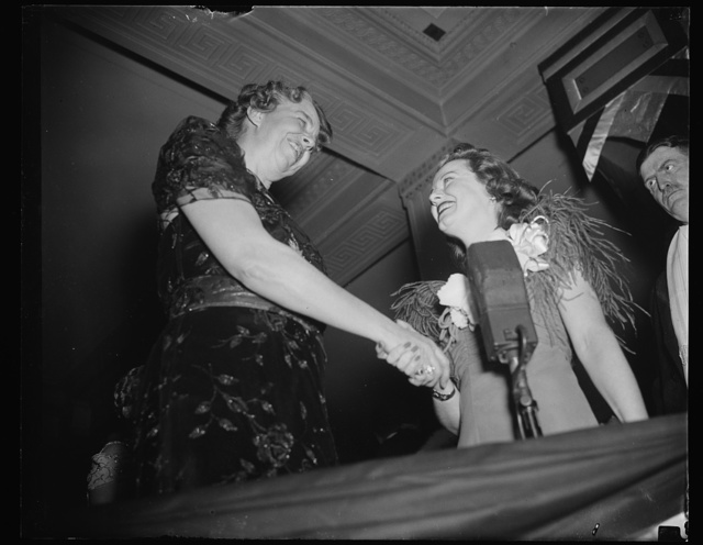 MRS. ROOSEVELT GREETS SCREEN STAR. WASHINGTON, D.C. JANUARY 29. MAKING HER ROUNDS OF THE NUMEROUS PRESIDENT'S BIRTHDAY BALLS TONIGHT, MRS. ROOSEVELT GREETS JANET GAYNOR, PETITE MOVIE STAR WHO CAME FROM HOLLYWOOD TO ENTERTAIN THE MERRYMAKERS CELEBRATE THE PRESIDENT'S 56TH BIRTHDAY AT THE WARDMAN PARK HOTEL