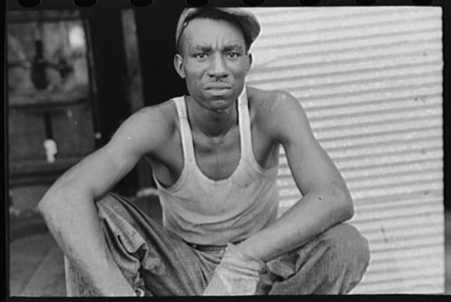 Negro worker at cotton gin, Lehi, Arkansas