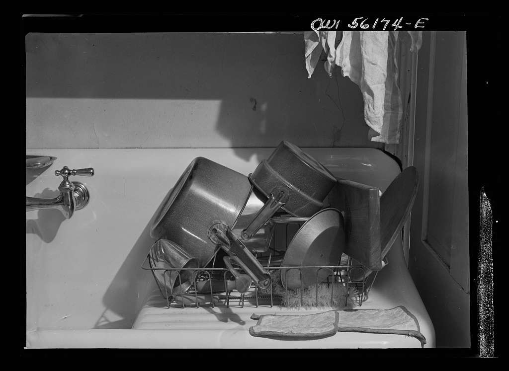 Philadelphia, Pennsylvania. Kitchen utensils drying