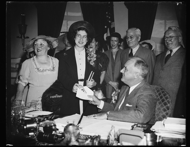 PRESIDENT PRESENTS AWARD TO WINNER OF GORGAS ESSAY CONTEST. WASHINGTON, D.C. MAY 16. WINNER IN THE NINTH ANNUAL GORGAS ESSAY CONTEST ON THE SUBJECT 'ACHIEVEMENTS OF WILLIAM CRAWFORD GORGAS AND THEIR RELATION TO OUR HEALTH,' MISS FRANCES BABIN IS PICTURED RECEIVING THE HENRY L. DOHERTY FIRST PRIZE OF $500 FOR PRESIDENT ROOSEVELT AT THE WHITE HOUSE TODAY. MISS BABIN IS A MEMBER OF THE 1938 GRADUATING CLASS OF SOUTH SIDE HIGH SCHOOL, MEMPHIS, TN. L TO R: MRS. HENRY L. DOHERTY, MISS BABIN, AND PRESIDENT ROOSEVELT