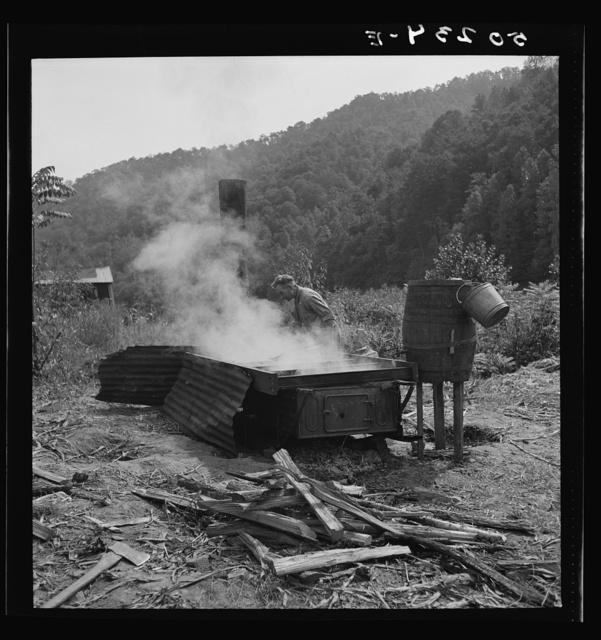 Skimming sorghum molasses. Racine, West Virginia