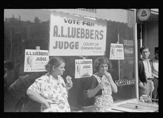 Women selling ice cream to parade watchers, Cincinnati, Ohio