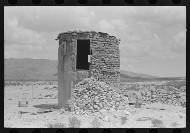 Abandoned edifice on U.S. 85 near Hatch, New Mexico