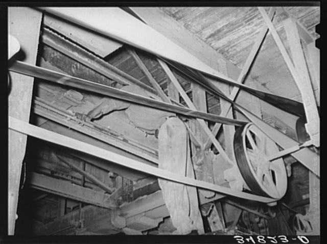 Belts and machinist. Cotton seed oil mill. McLennan County, Texas