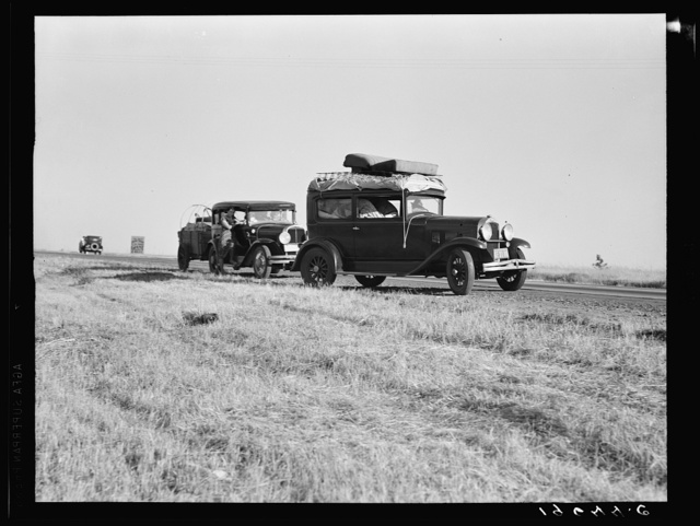 Between Tulare and Fresno (see general caption). Two families originating from Independence, Kansas, on U.S. 99. Started out from Fresno that morning for work cotton chopping