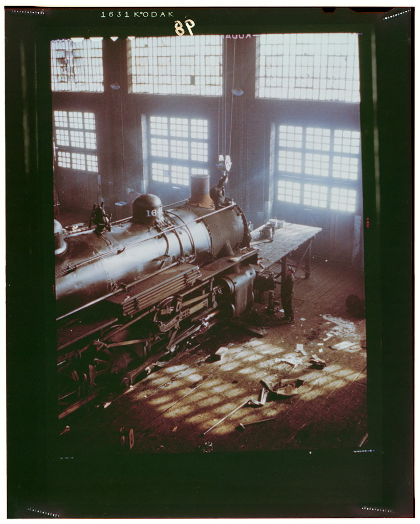 C & NW RR, working on a locomotive at the 40th Street railroad shops, Chicago, Ill.