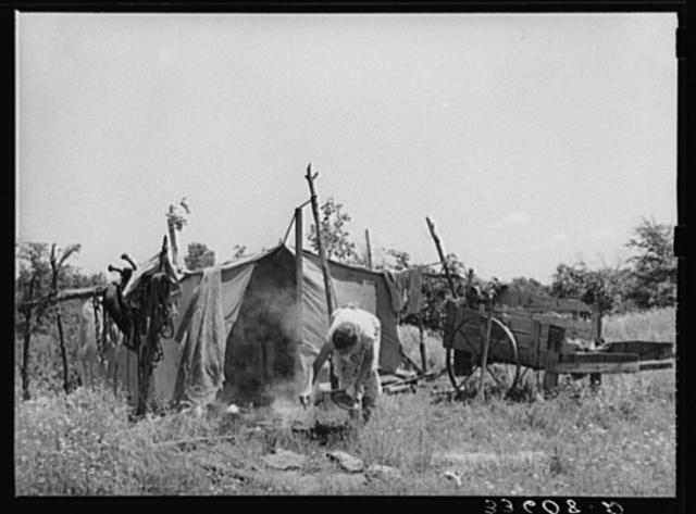 Camp of migrant agricultural day laborers near Vian, Oklahoma. Sequoyah County