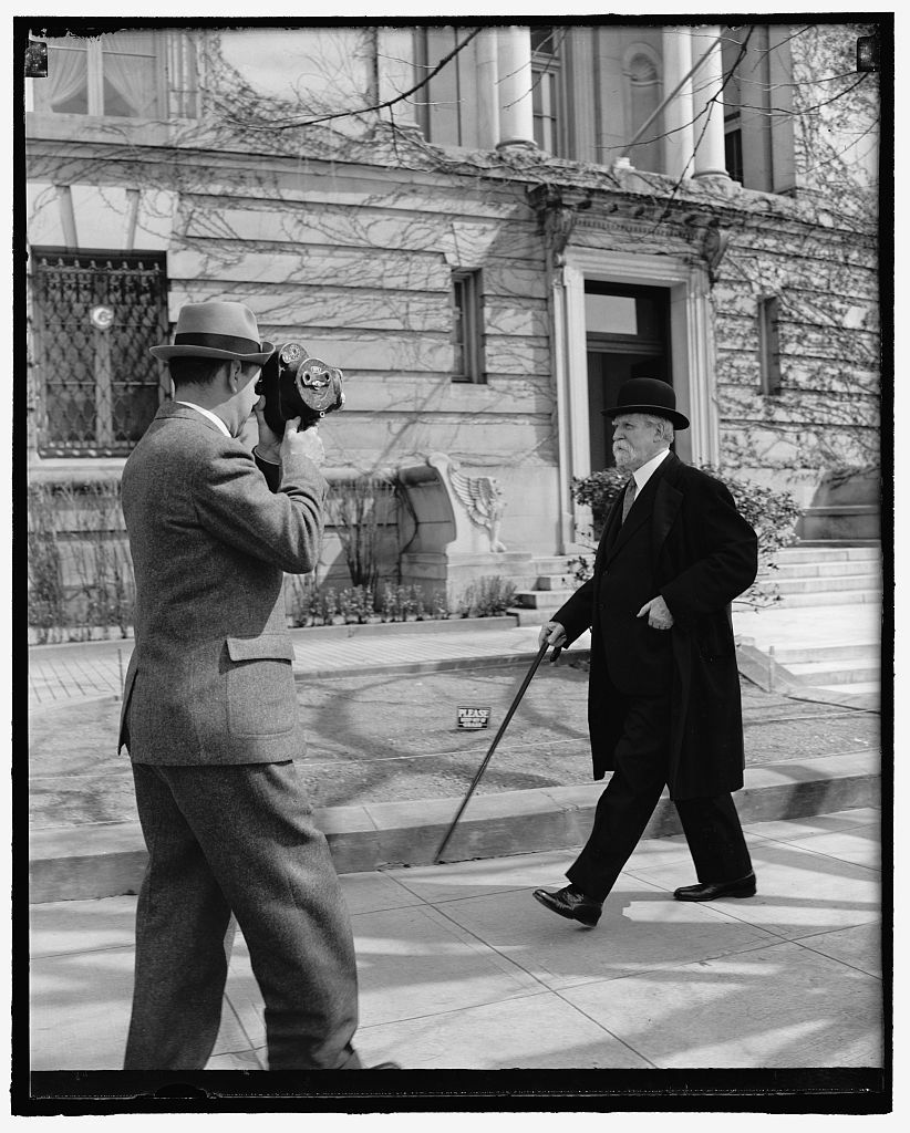 Chief Justice takes brisk walk on 77th birthday. Washington, D.C., April 11. Celebrating his 77th birthday today, Chief Justice Charles Evans Hughes of the United States Supreme Court, is snapped by a news cameraman as he takes his usual morning stroll. The Chief Justice appears fully recovered from the recent illness which kept him confined to his home for 10 days. 4-11-39