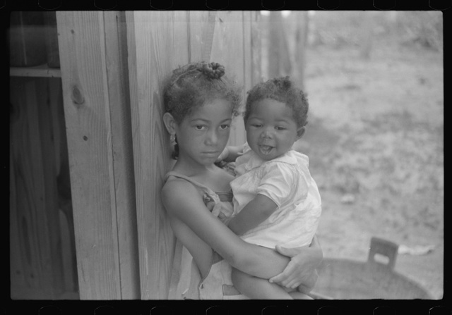 Children of Frederick Oliver, tenant purchase borrower, Summerton, South Carolina