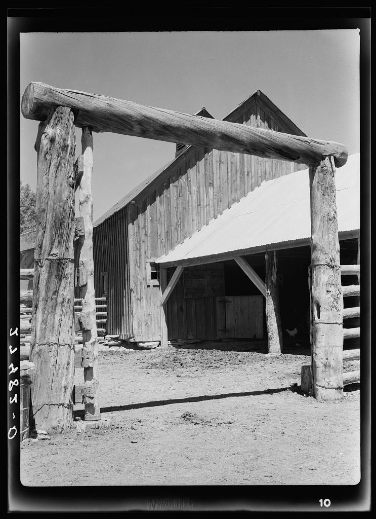 Corral gate. Quarter Circle 'U' Ranch, Montana