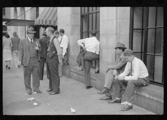 Cotton merchants and brokers outside the Memphis Cotton Exchange Building. Memphis, Tennessee