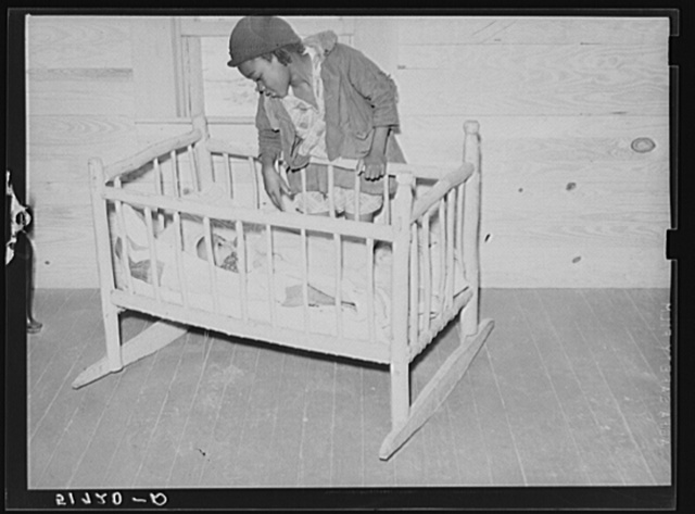 Cradle made by Charlie McGuire (tenant purchase borrower) and two of his children. Pike County, Alabama