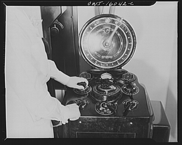 Detroit, Michigan. New method of making x-ray photographs size 4x5 inches instead of larger. Used at the Herman Kiefer Hospital for Communicable Diseases, to show various stages of tuberculosis. Apparatus for controlling the voltage and strength of the x-rays