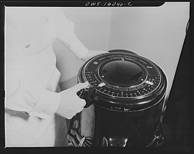 Detroit, Michigan. New method of making x-ray photographs size 4x5 inches instead of larger. Used at the Herman Kiefer Hospital for Communicable Diseases, to show various stages of tuberculosis. Timer for x-ray apparatus