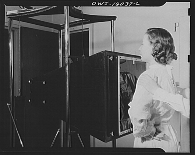 Detroit, Michigan. New method of making x-ray photographs size 4x5 inches instead of larger. Used at the Herman Kiefer Hospital for Communicable Diseases to show various stages of tuberculosis. The patient is placed in front of a flurescent screen and this screen is photographed on ordinary photographic film by means of a lens of larger aperture