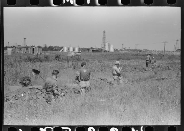 Ditch digging gang, Seminole oil field, Oklahoma
