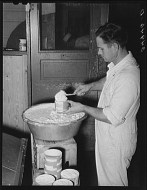 Filling cartons with cottage cheese. Creamery, San Angelo, Texas