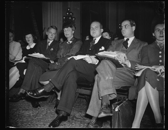 FIRST LADY PAYS SURPRISE VISIT TO DIES COMMITTEE INVESTIGATION. WASHINGTON, D.C. NOVEMBER 30. MRS. FRANKLIN D. ROOSEVELT PAID A SURPRISE AND UNANNOUNCED VISIT TO THE DIES COMMITTEE HEARING AT THE CAPITOL TODAY TO HEAR TESTIMONY CONCERNING THE AMERICAN YOUTH CONGRESS, AND WILLIAM W. HINCKLEY, FORMER CHAIRMAN