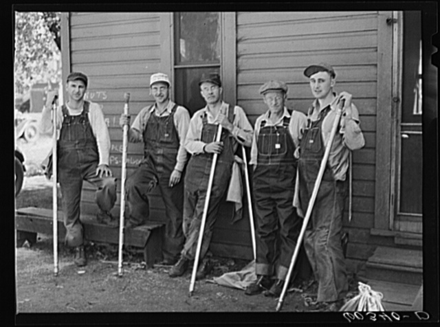 Grain samplers, Minnesota Grain Inspection Department. Minneapolis, Minnesota. A sampler may eventually became a licensed grain inspector, of which there are only about 400 in the country
