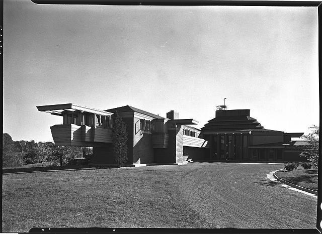 Herbert F. Johnson, Jr., Wingspread, residence in Racine, Wisconsin. Overhang and master wing to house II