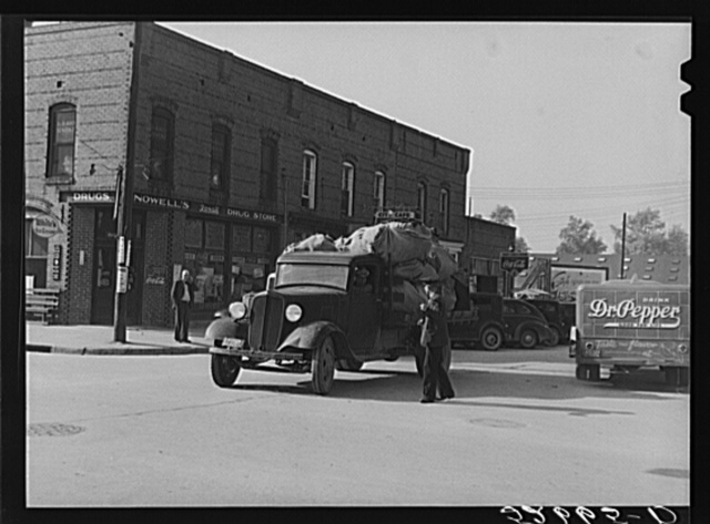 Intersection in center of town during tobacco auctions. Wendell, Wake County, North Carolina