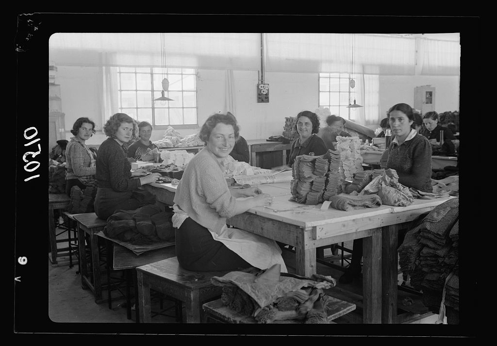 Jewish factories in Palestine on Plain of Sharon & along the coast to Haifa. The Lodzia Textile Co. in Holon settlement (meaning sandy). Finishing socks & stockings, closer up