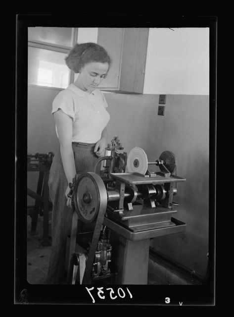 Jewish factories in Palestine on Plain of Sharon & along the coast to Haifa. Rishon le Zion. The Okava Safety Blade factory. Printing on the blade