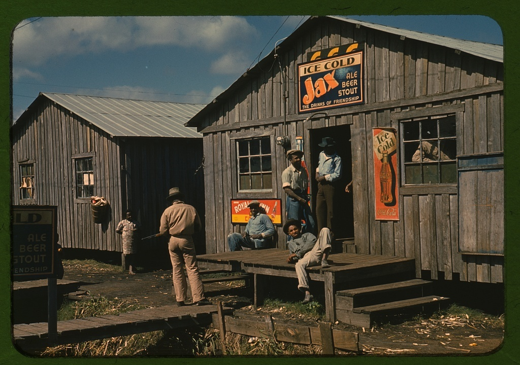 """Living quarters and """"juke joint"""" for migratory workers, a slack season; Belle Glade, Fla."""