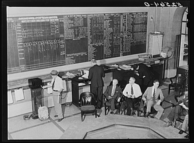 Members of cotton exchange around pit. Memphis, Tennessee