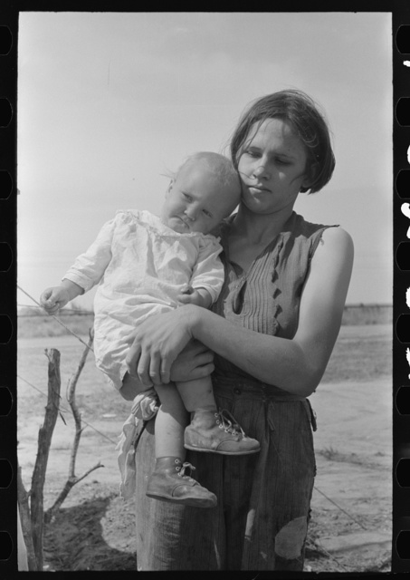 Migrant mother and child near Harlingen, Texas